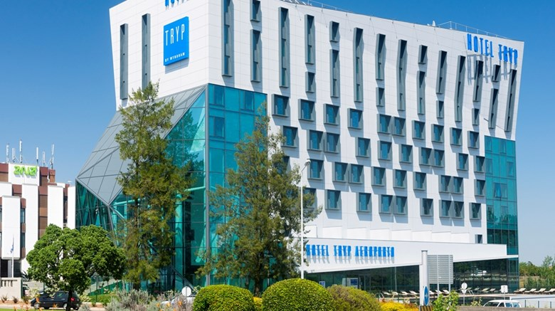 "Tryp Lisboa Aeroporto Exterior. Images powered by <a href=""http://web.iceportal.com""  target=""_blank"">Ice Portal</a>."
