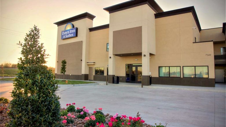 "Days Inn & Suites Port Arthur Exterior. Images powered by <a href=""http://web.iceportal.com""  target=""_blank"">Ice Portal</a>."