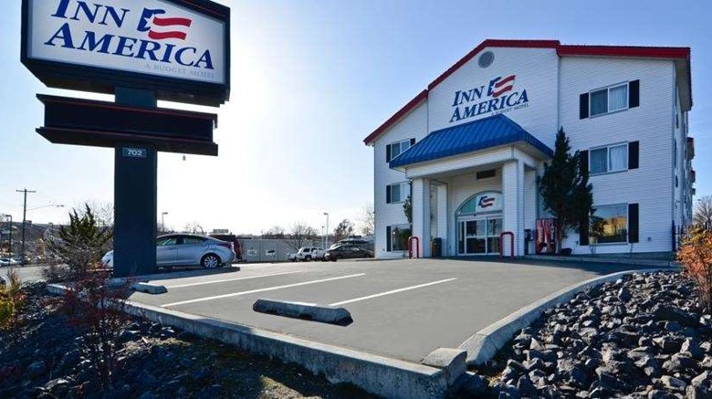"Inn America Exterior. Images powered by <a href=""http://web.iceportal.com""  target=""_blank"">Ice Portal</a>."