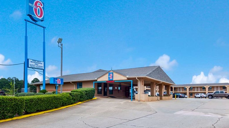 "Motel 6 Marshall TX Exterior. Images powered by <a href=""http://web.iceportal.com""  target=""_blank"">Ice Portal</a>."