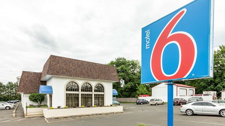 "Motel 6 Warminster, PA Exterior. Images powered by <a href=""http://web.iceportal.com""  target=""_blank"">Ice Portal</a>."