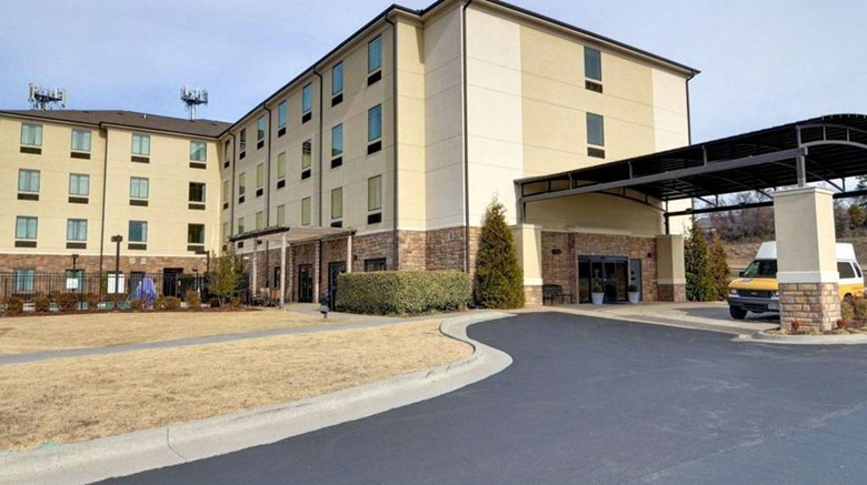 "Comfort Inn & Suites Exterior. Images powered by <a href=""http://web.iceportal.com""  target=""_blank"">Ice Portal</a>."