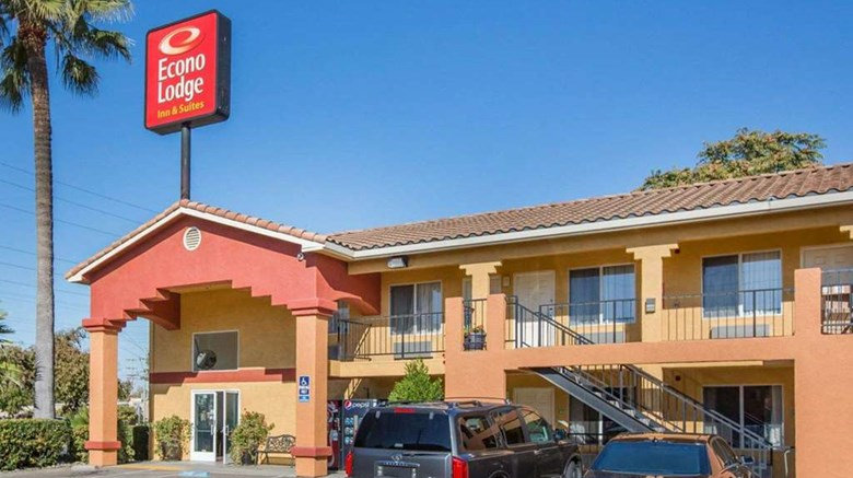 "Econo Lodge Lodi Exterior. Images powered by <a href=""http://web.iceportal.com""  target=""_blank"">Ice Portal</a>."