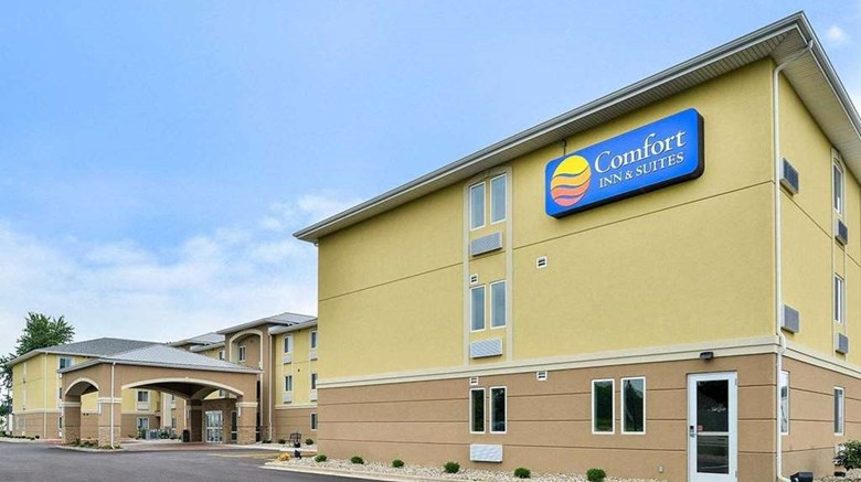 "Comfort Inn & Suites Springfield Exterior. Images powered by <a href=""http://web.iceportal.com""  target=""_blank"">Ice Portal</a>."