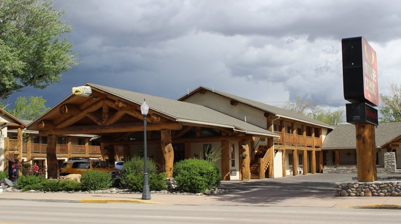 Moose Creek Lodge And Suites Exterior