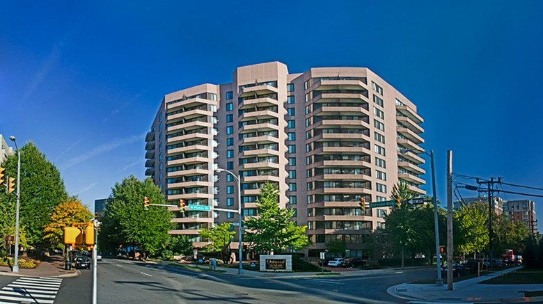 "Oakwood Apartments Arlington Exterior. Images powered by <a href=""http://www.leonardo.com""  target=""_blank"">Leonardo</a>."
