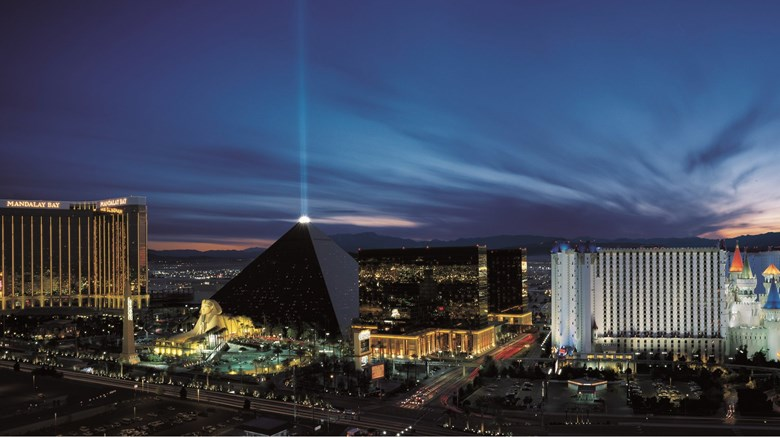 Luxor hotel casino first class las vegas nv hotels - Luxor hotel las vegas swimming pool ...