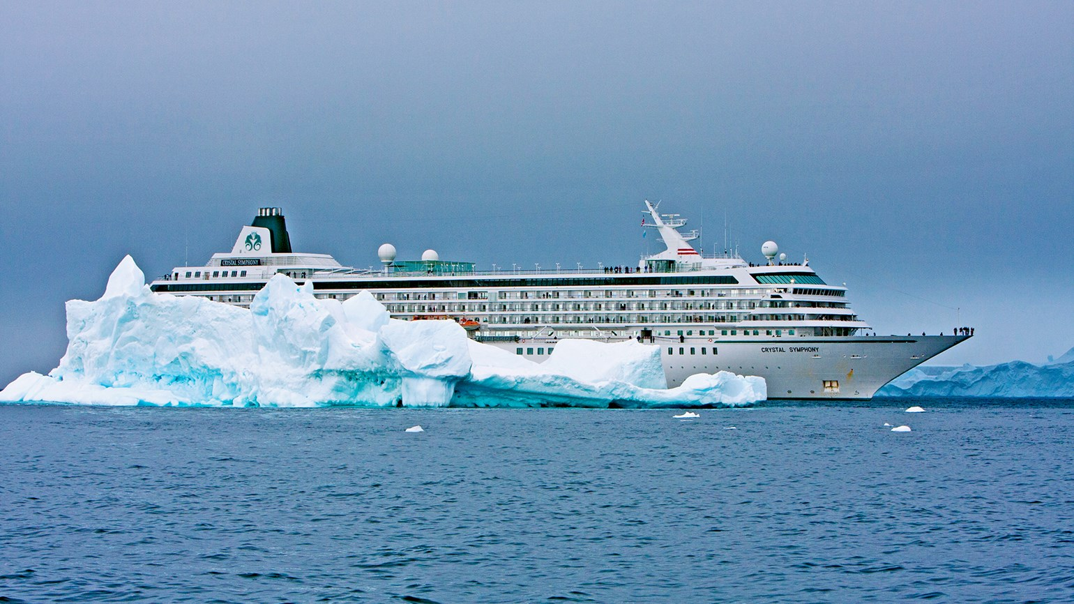 Genting to buy Crystal Cruises and finance new ship