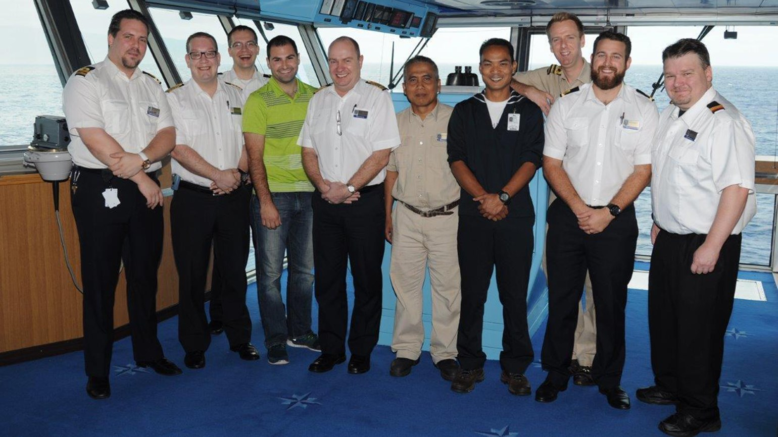 Video Holland America Line Ship Rescues Pilot Who Ditched