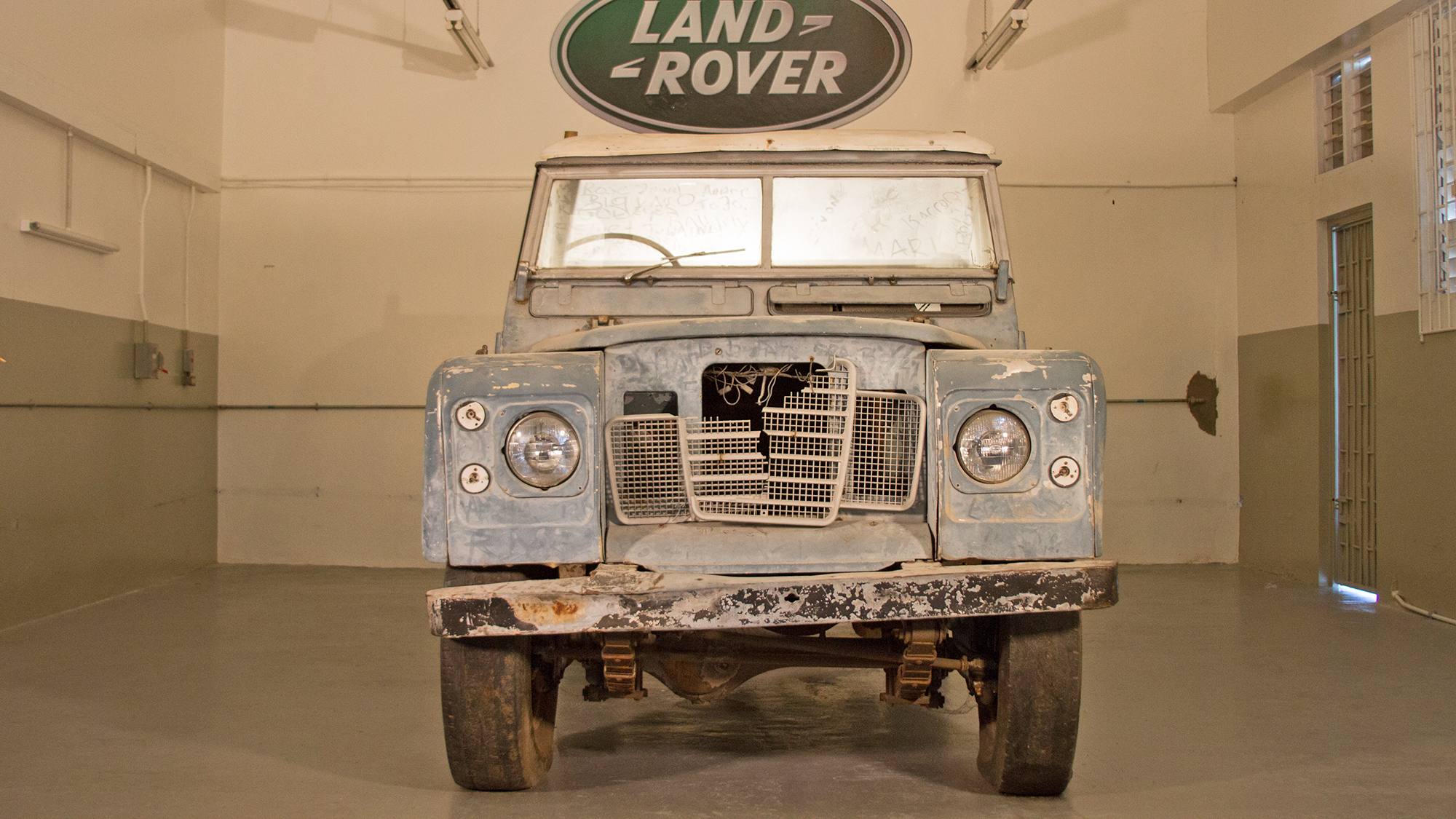 Sandals Restores Bob Marley S Land Rover Travel Weekly