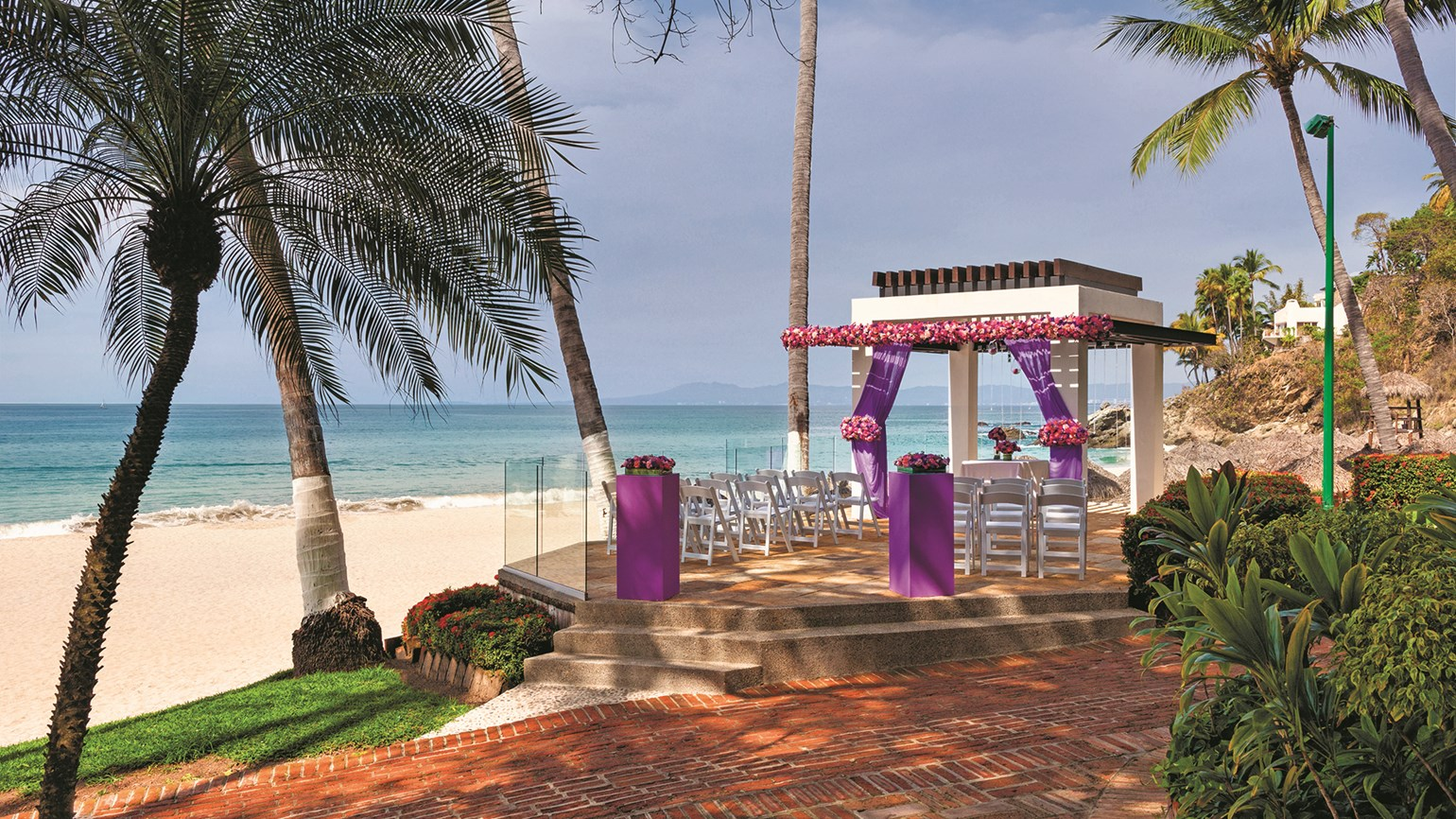 Hotel targeting destination weddings market