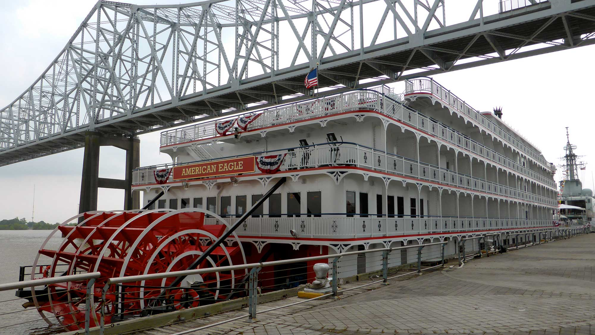 American Eagle Paddlewheeler Launches On Mississippi