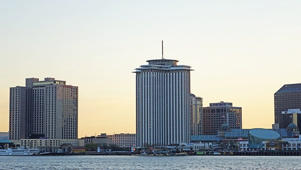 The Four Seasons will develop a new hotel project in the vacant waterfront World Trade Center building.
