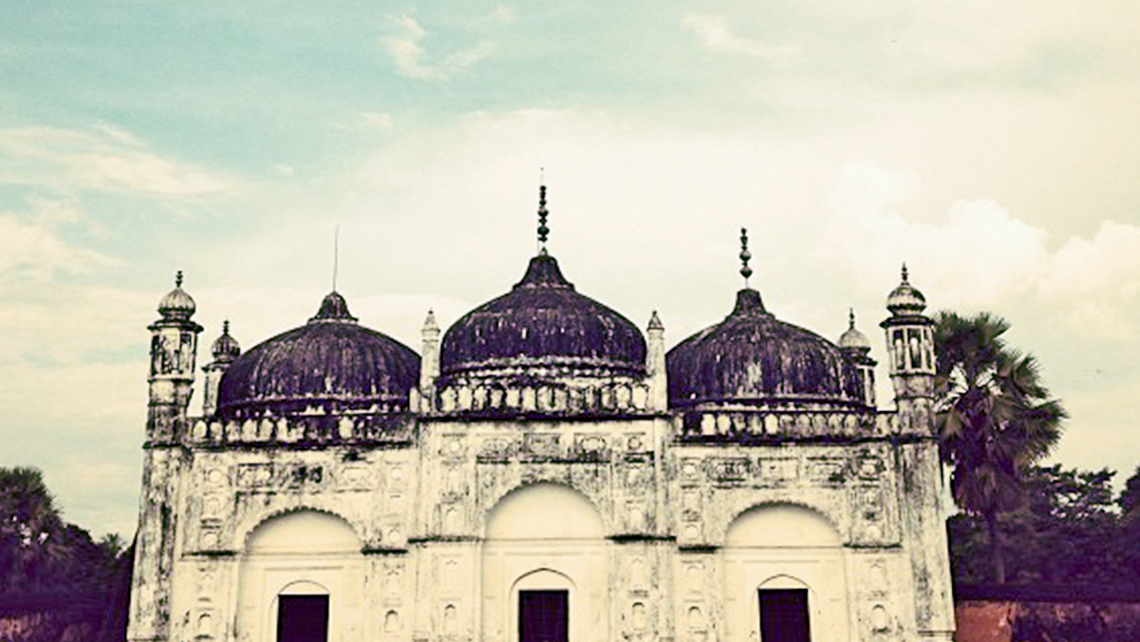 The mosque complex in Khushbagh, which was built by Nawab Ali-Wardi-Khan. Photo Credit: Michelle Baran
