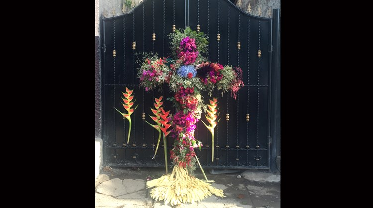 In honor of Semaina Santa (Holy Week), special flower arrangements were created.<br /><br /><strong>Photo Credit: Arnie Weissmann</strong>