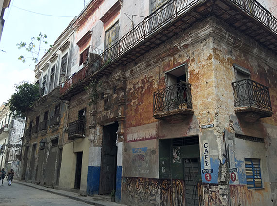 In parts of Havana Vieja, buildings sit in extreme decay.