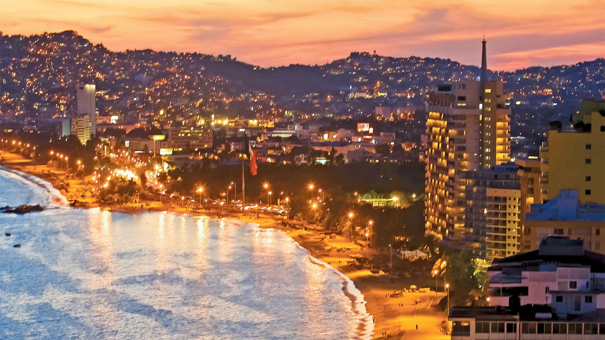 Puerto de Acapulco al atardecer
