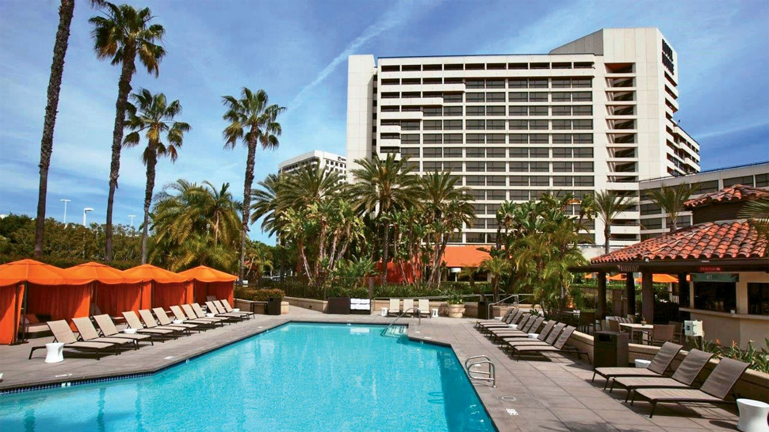 California 39 s hotel irvine features fourth of july summer - Menzies hotel irvine swimming pool ...