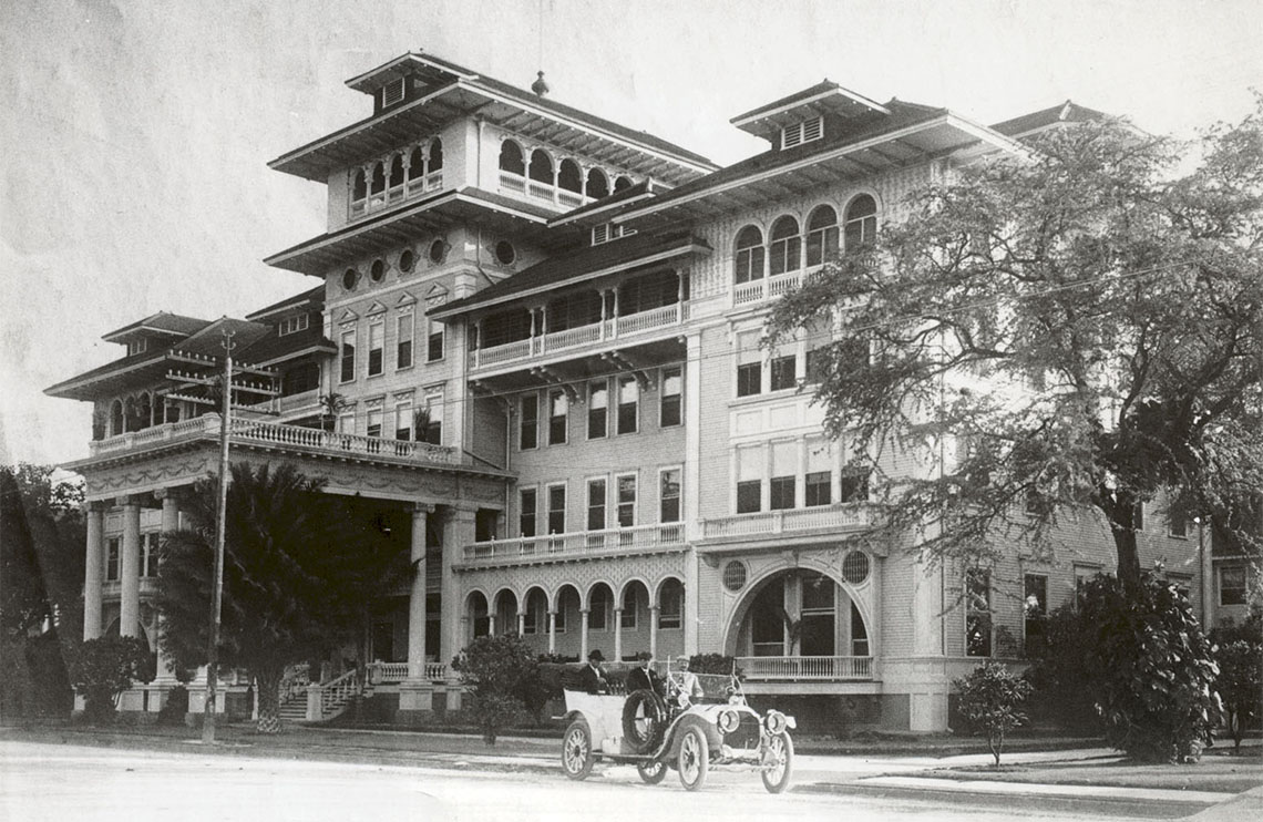 "A photo of the resort, nicknamed the ""First Lady of Waikiki,"" from 1910."