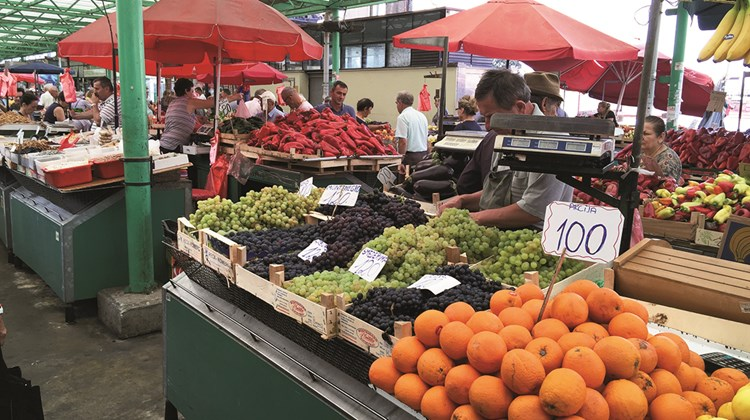 For 100 dinars (less than a dollar), you can buy more than two pounds of oranges at a Belgrade farmers market.<br /><br /><strong>Photo Credit: Robert Silk</strong>