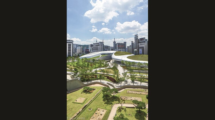 Another view of Dongdaemun Design Plaza.<br /><br /><strong>Photo Credit: Courtesy of Dongdaemun Design Plaza</strong>