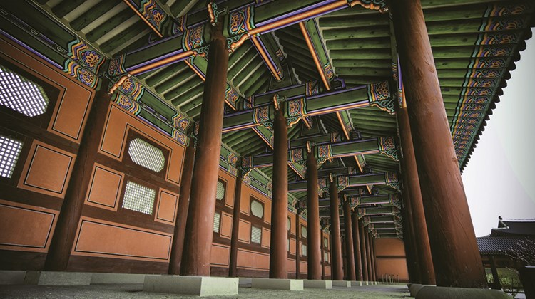 Another view of Gyeongbokgung Palace.<br /><br /><strong>Photo Credit: Korea Tourism Organization</strong>