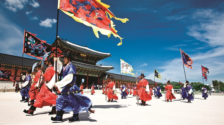 Seoul&#39;s Gyeongbokgung Palace features a changing of the guard in traditional costumes.<br /><br /><strong>Photo Credit: Korea Tourism Organization</strong>