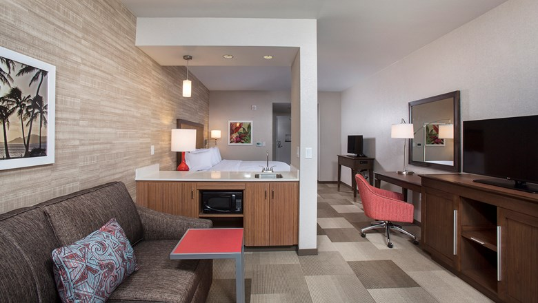 A guestroom at the Hampton Inn & Suites by Hilton Oahu-Kapolei.