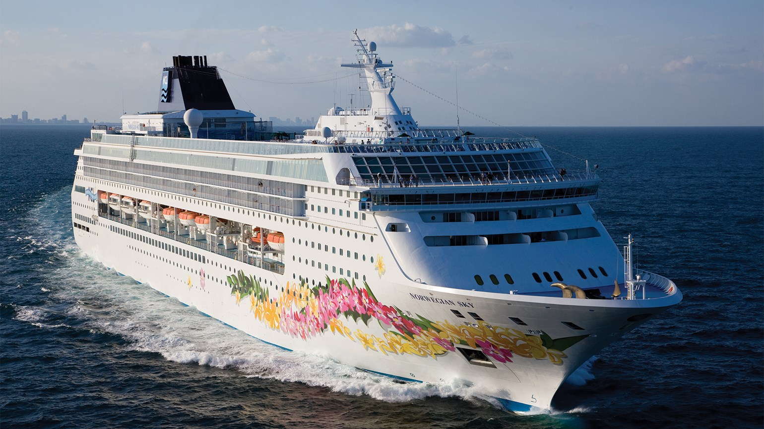 NCL, Oceania and Regent get permission to sail Cuba cruises