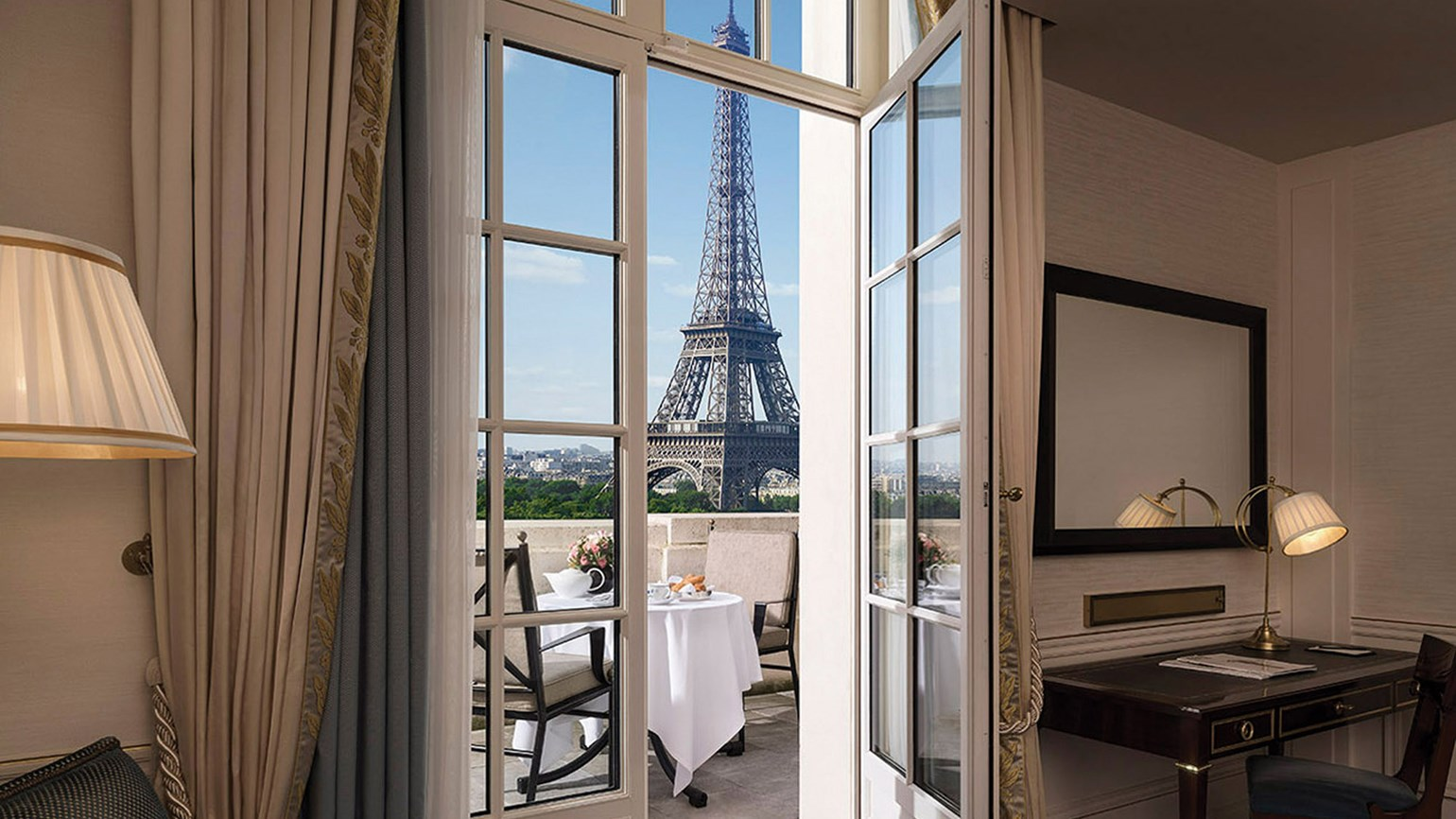 Paris 39 shangri la impresses as an opulent paradise travel for Eifel design hotel