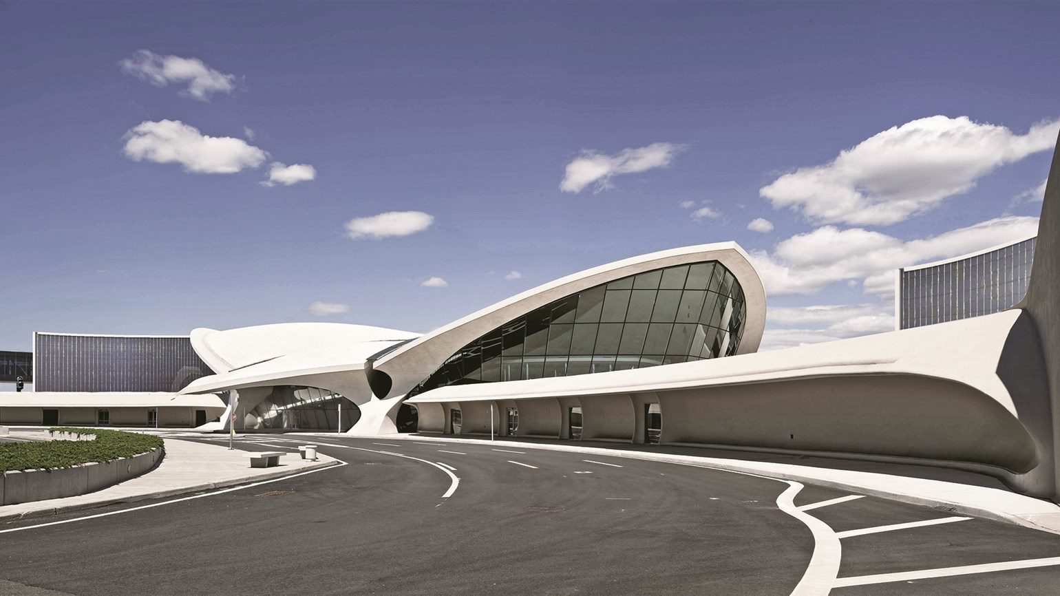 Resurrection a new life for jfk airport landmark travel for Hotels closest to jfk airport