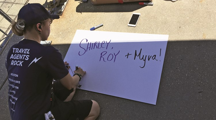 Carnival workers made personalized signs for agents as they arrived, alerted by radio about who would be in the next limo.<br /><br /><strong>Photo Credit: TW photo by Tom Stieghorst</strong>