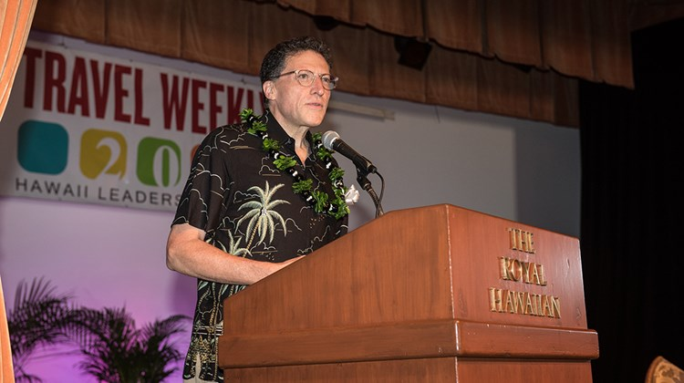Travel Weekly editor in chief Arnie Weissmann greets the 250 members of the Hawaii tourism community who attended the Forum.