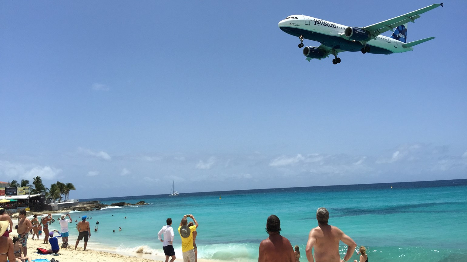 Jet blast kills tourist in St. Maarten