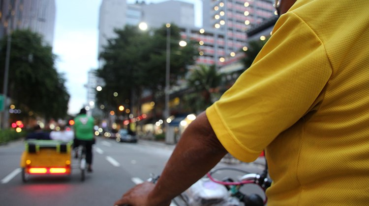 A trishaw tour at dusk.<br /><br /><strong>Photo Credit: Eric Moya</strong>