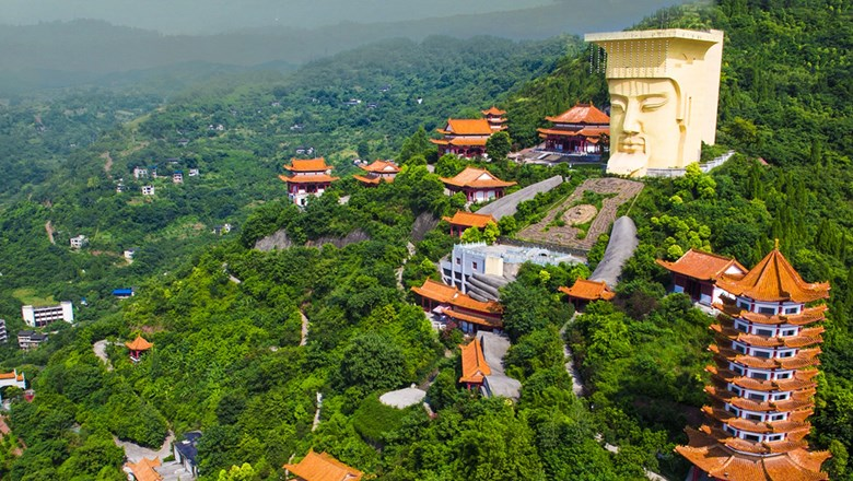 Victoria Cruises guests can now opt for an excursion to the Jade Emperor Scenic Area in Fengdu, which features a 100-foot-tall statue depicting the Jade Emperor, an important deity in Chinese Taoism.
