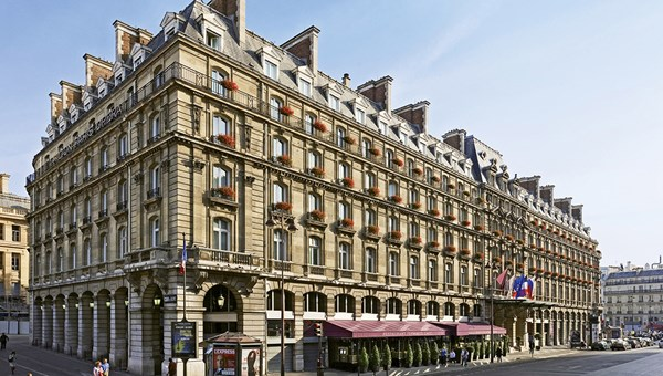 The Hilton Paris Opera is located near a major transportation hub and shopping.