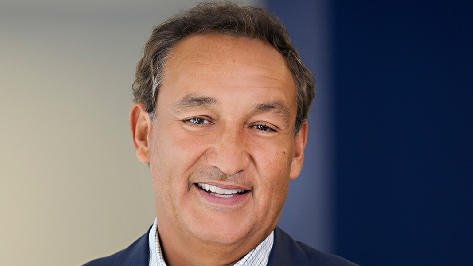 United Airlines CEO declines bonus