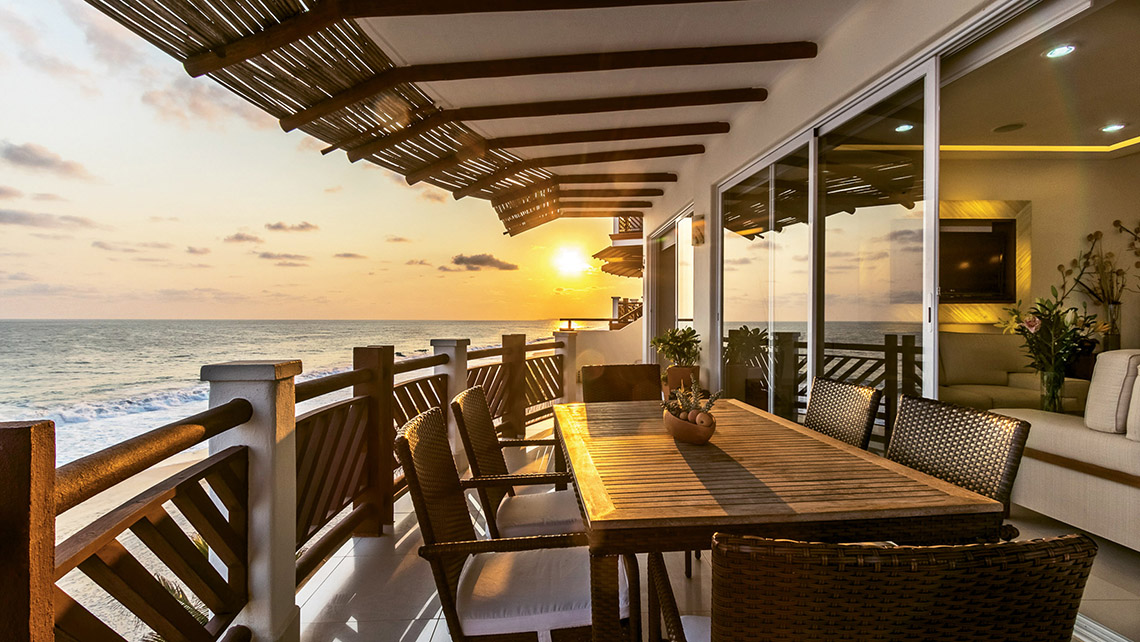Vivo Resorts suite balcony with views of the Pacific Ocean.