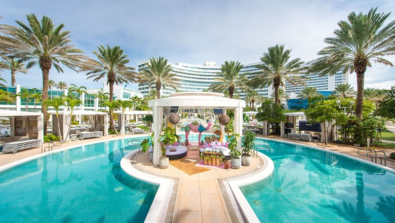 The Rose Oasis Cabana At Fontainebleau Miami Beach