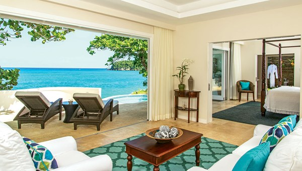 A cottage living room at the Jamaica Inn shows off the resort's colors.
