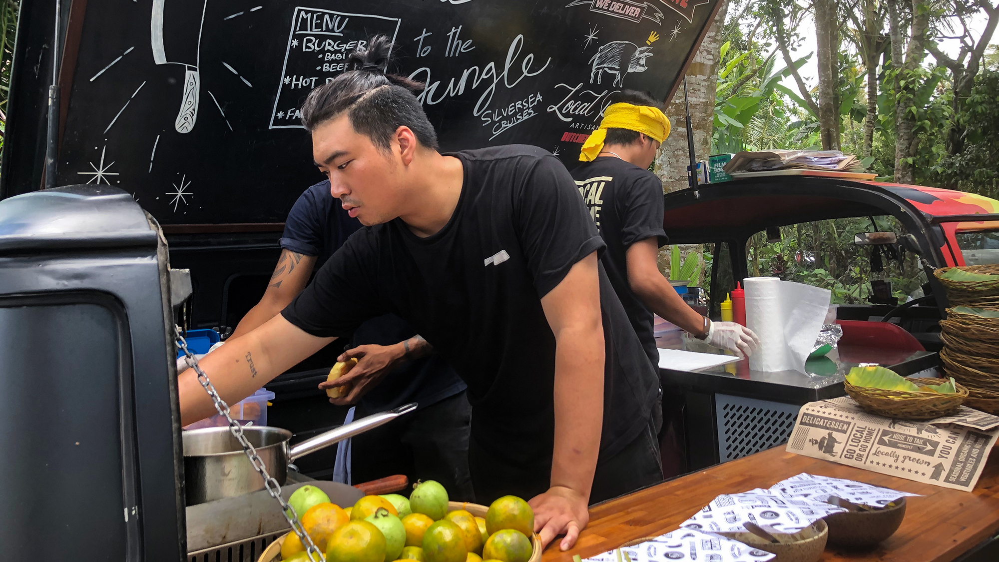 The LocalPartsBali food truck belongs to an artisanal butcher shop started by the owners of the Locovore restaurant in Ubud. It is dedicated to farm-to-table cuisine and snout-to-tail butchery.