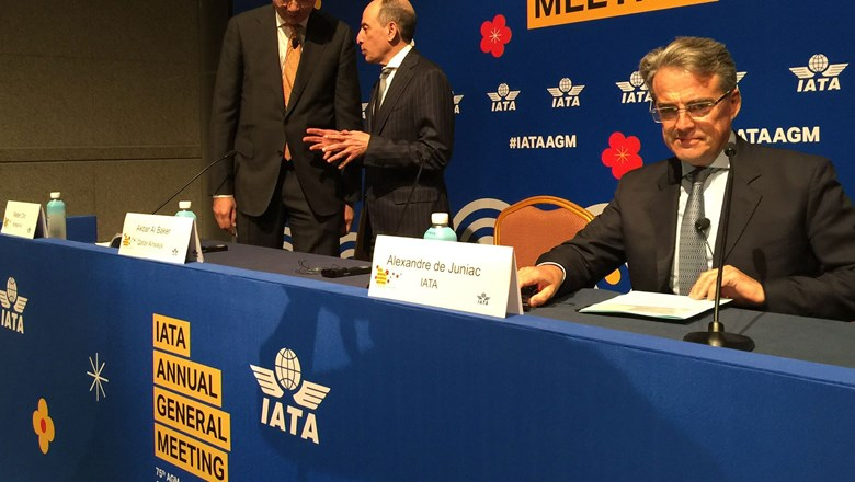 IATA chief urges airline regulators to work together for