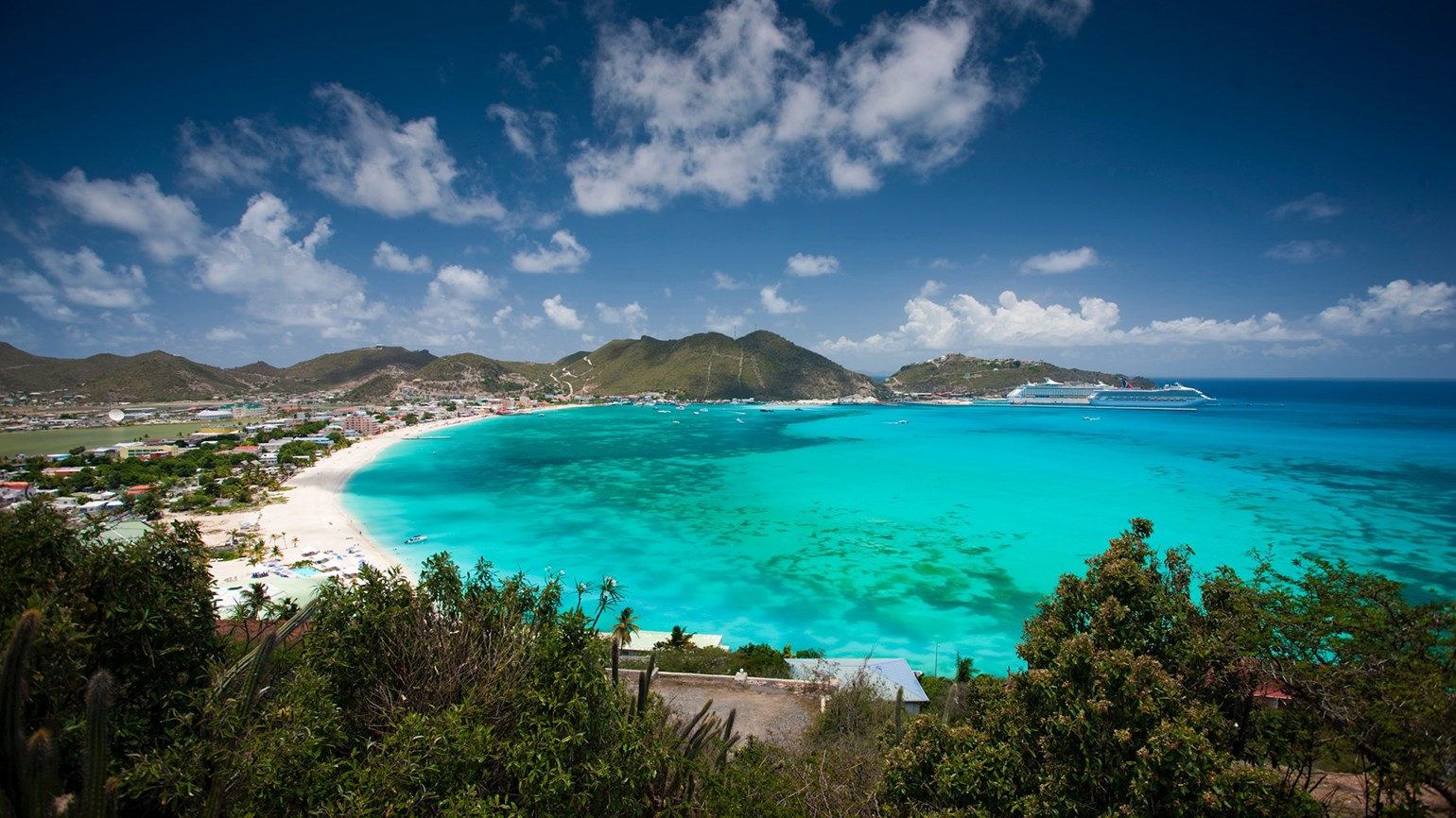 St. Maarten shuts out U.S. flights