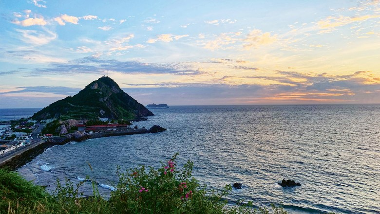 The Cerro del Creston dominates Mazatlan, a rare Mexican city that features colonial heritage and a seaside location.