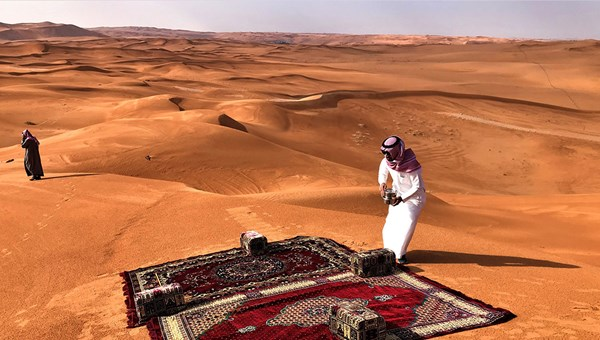 Tariq al Salamah, comanaging director of the tour operator Al Boraq, prepares to serve tea and dates to journalists and social media influencers on the excursion into the desert.