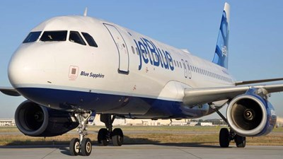 JetBlue CEO says airlines must rethink the $200 change fee