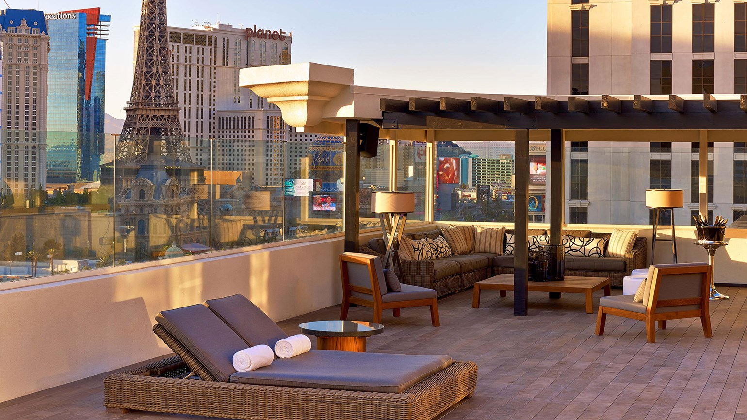 Vegas resorts offer summer travel deals