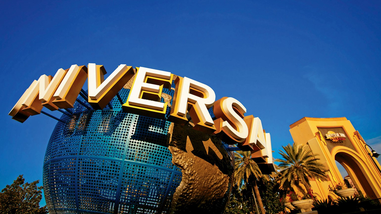 Universal theme parks' numbers tumble in Q2