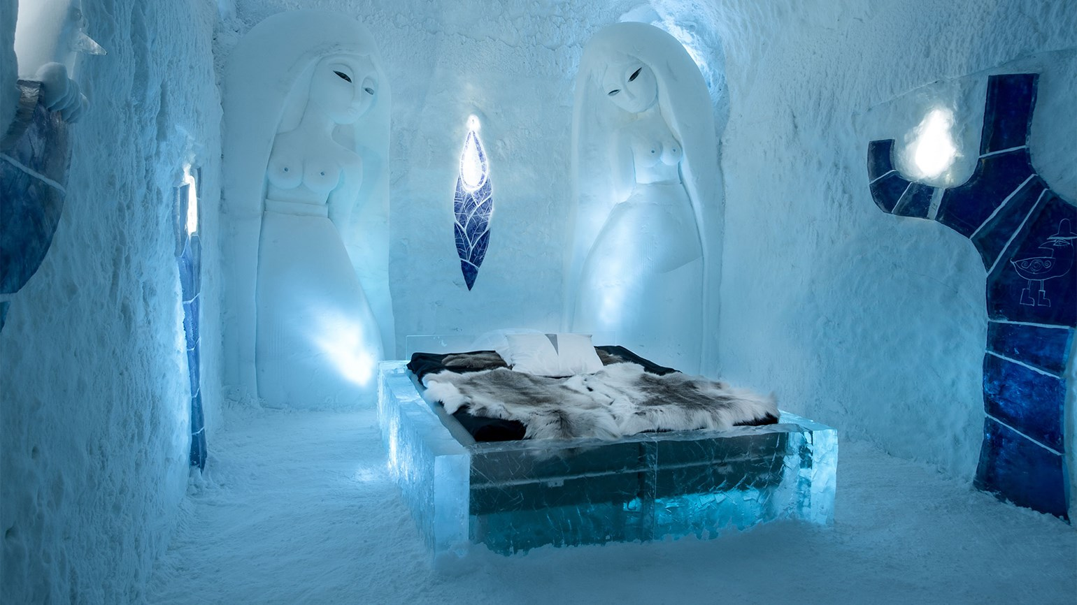 Temporary exhibit: Sweden's Icehotel opens
